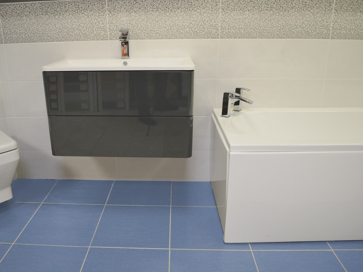 bathroom featuring a stand alone basin unit & blue floor tiles