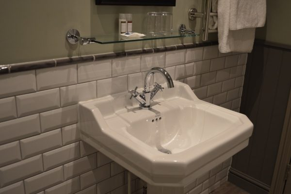 Burlington basin & pedestal in a bathroom setting